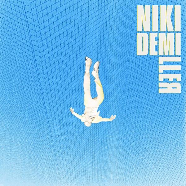 Niki Demiller - Call center